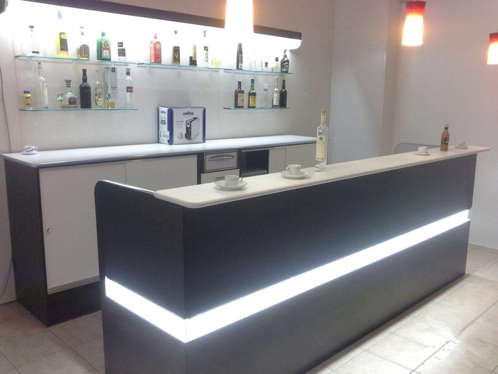 Arredamenti per bar negozi ristoranti banchi frigo for Renato russo arredamenti