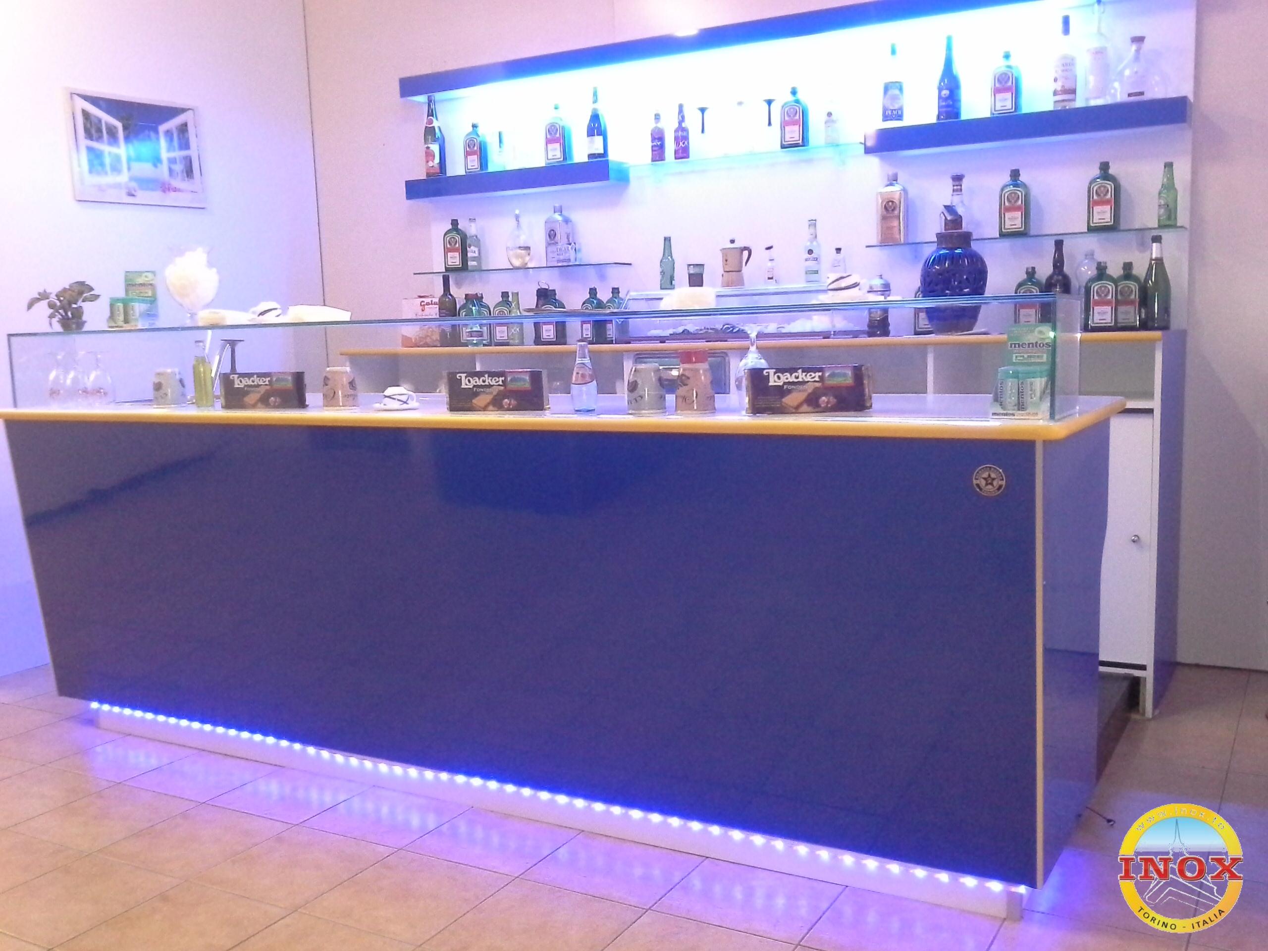 Arredamenti per bar negozi ristoranti banchi frigo for Banchi bar e arredamenti completi