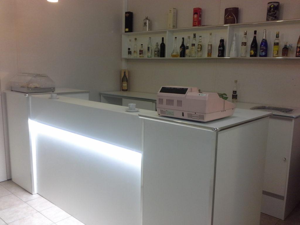 Bancone bar con refrigerazione ventilata