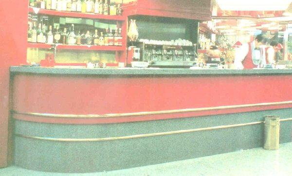 Un grande banco bar