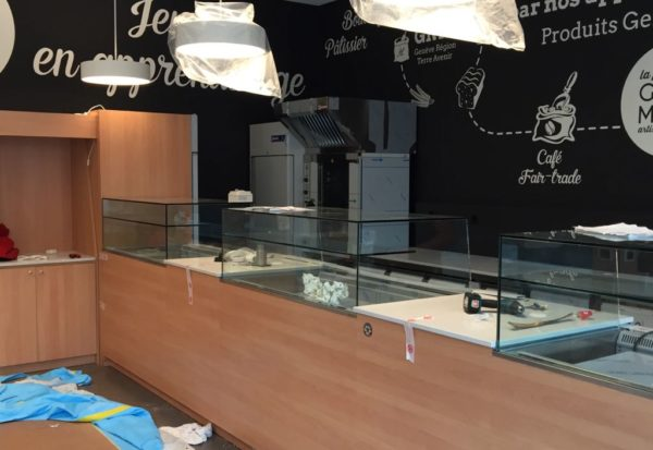 bancone bar con vetrine refrigerate tipo self service